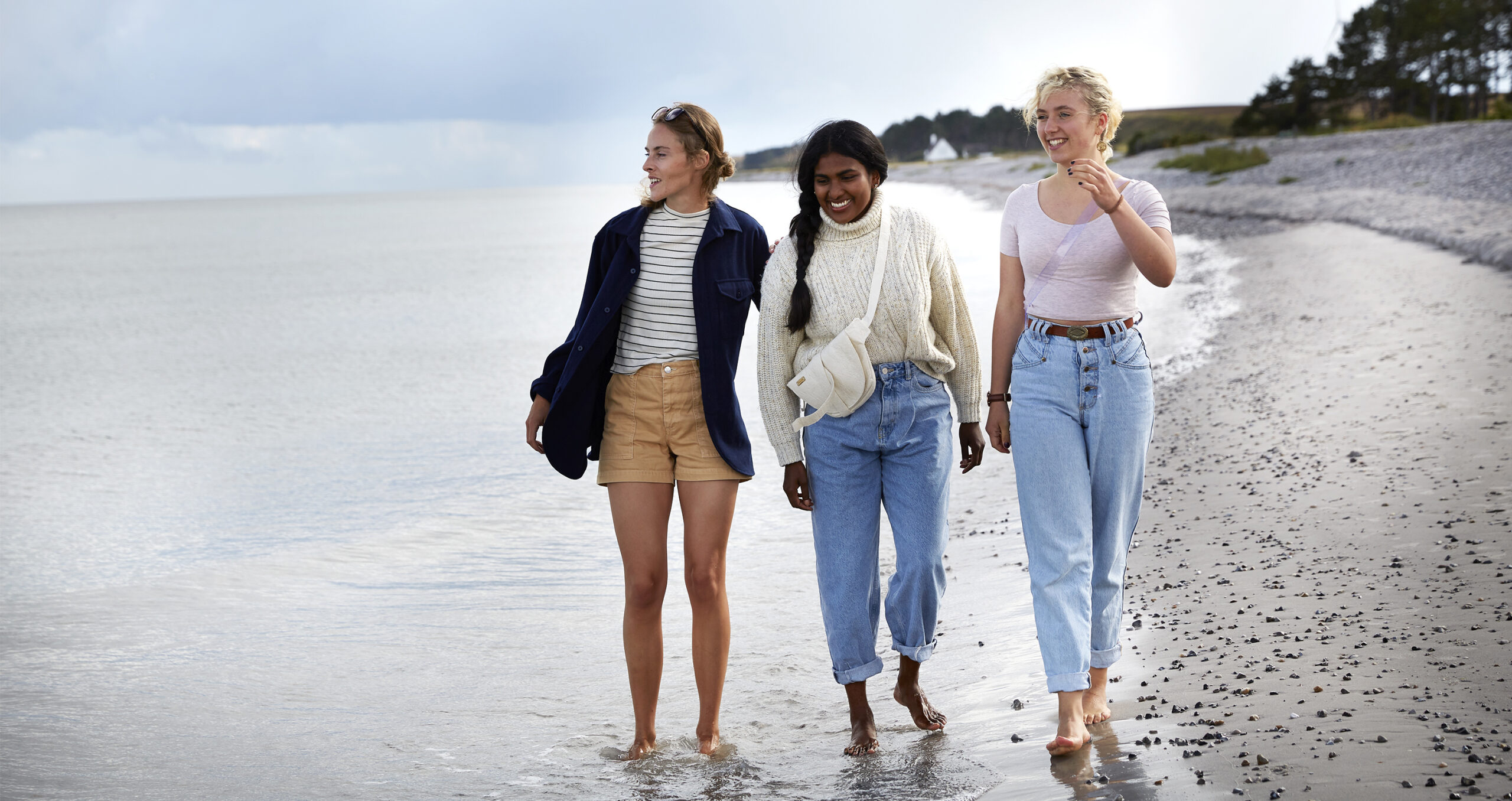 Tre kvinder paa stranden, dragor skincare